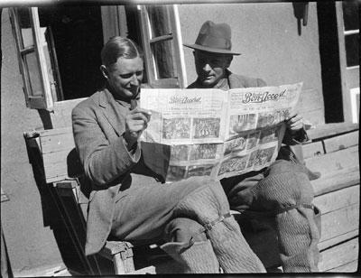 Resultado de imagem para reading newspapers